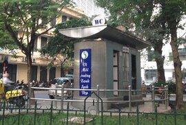 Nhà vệ sinh dát vàng ở Hà Nội: Đắt có xắt ra miếng?