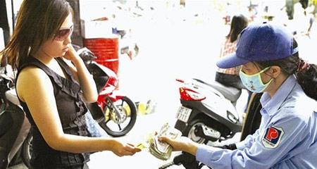 Bộ Tài chính yêu cầu giảm giá xăng hơn 240 đồng/lít