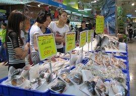 Gần nửa đêm, dân Hà Nội xếp hàng vét đồ siêu thị