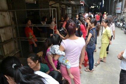 Chính quyền hứa điều chỉnh giá, hơn 500 tiểu thương mở lại chợ Vồi