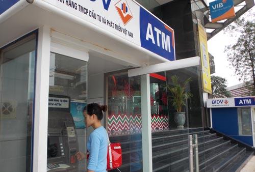 Gửi tiền ngân hàng vẫn lo
