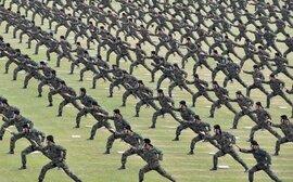 KMR tăng nóng: Cú hích từ lợi nhuận và... quân trang Hàn Quốc
