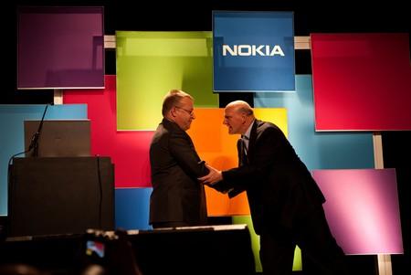"""Cổ đông Nokia chính thức thông qua thương vụ """"bán mình"""" cho Microsoft"""