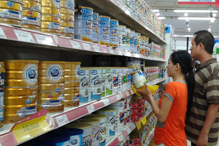 Giá sữa vẫn âm thầm tăng dù có ngày chính thức kiểm soát giá sữa 20.11