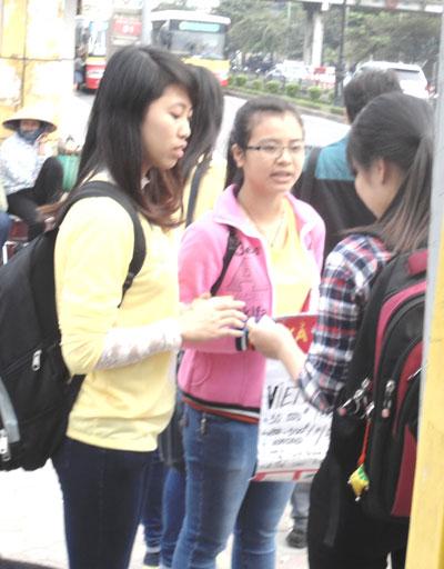 Để được đi bán sim, nhiều sinh viên đã phải nộp phí 500.000đ