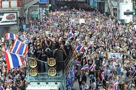 Người biểu tình đòi lật bà Yingluck, Mỹ kêu gọi kiềm chế