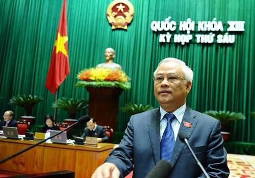 Đại biểu Quốc hội nhấn nút biểu quyết thông qua bản Hiến pháp mới (Ảnh: VNN)