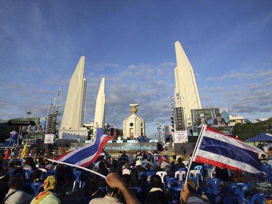 Thái Lan: Hàng ngàn người biểu tình xông vào trụ sở quân đội