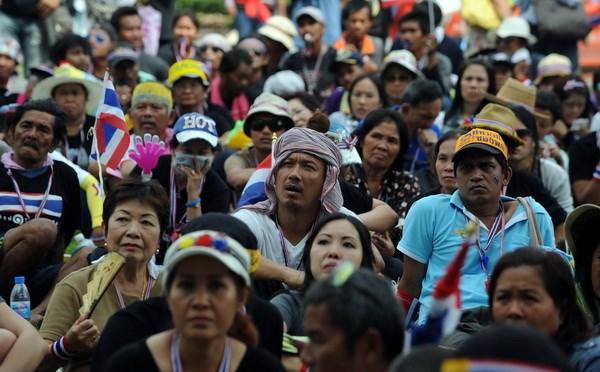 Người biểu tình Thái leo vào tòa nhà chính phủ để lật bà Yingluck