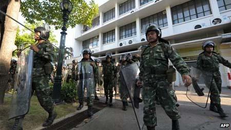 Quân đội được triển khai hỗ trợ cảnh sát chống bạo động