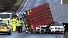 Siêu bão khiến giao thông châu Âu hỗn loạn, 3 người chết