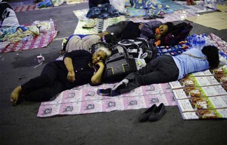 Thái Lan: Thủ tướng muốn bầu cử sớm, phe đối lập rút khỏi quốc hội