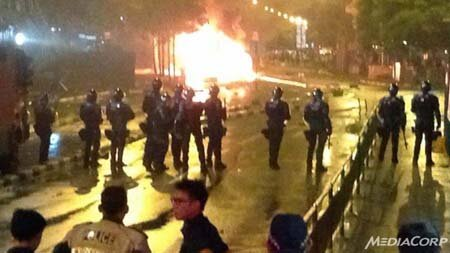 Singapore rung chuyển vì bạo loạn