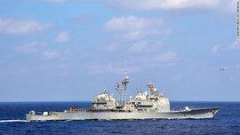 Tàu chiến Mỹ-Trung suýt đâm nhau trên Biển Đông