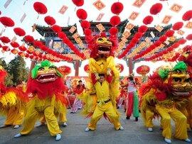 Trung Quốc không nghỉ ngày 30 Tết: Lý & tình