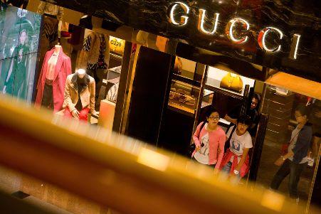 Tiêu thụ hàng hiệu tại Trung Quốc giảm mạnh do chính sách chống tham nhũng