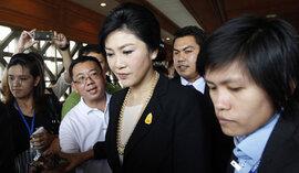 Thủ tướng Thái Lan rời Bangkok, phe đối lập tiếp tục biểu tình