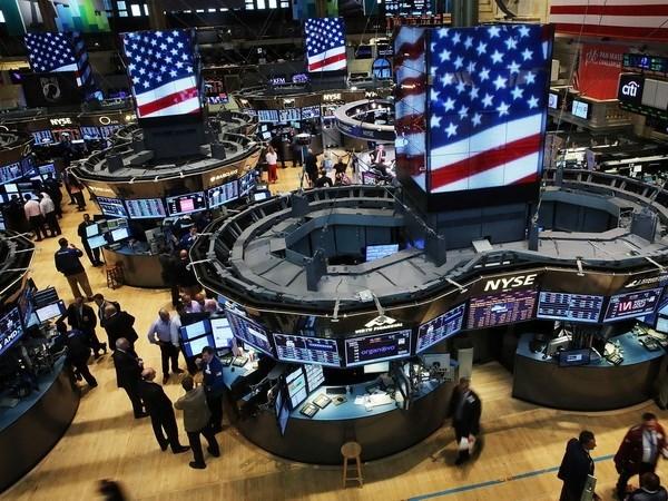 Chứng khoán toàn cầu lên cao nhất 6 năm sau khi IMF nâng triển vọng kinh tế Mỹ