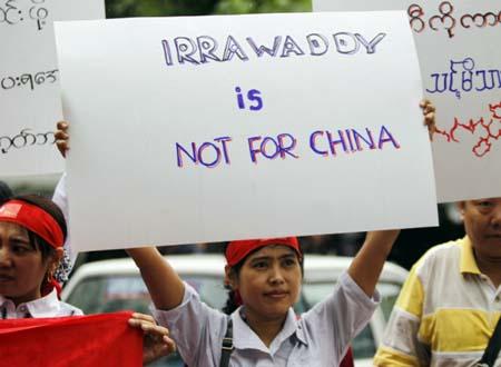 Người biểu tình phản đối dự án xây đập thủy điện tỷ đô do Trung Quốc đầu tư