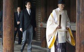 """Thủ tướng Nhật khiến Đông Bắc Á """"nổi sóng"""""""