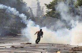 Chính phủ Thái Lan không hoãn bầu cử bất chấp biểu tình đẫm máu