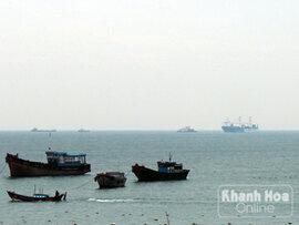 Chùm ảnh: Tàu ngầm Kilo Hà Nội tại vịnh Cam Ranh