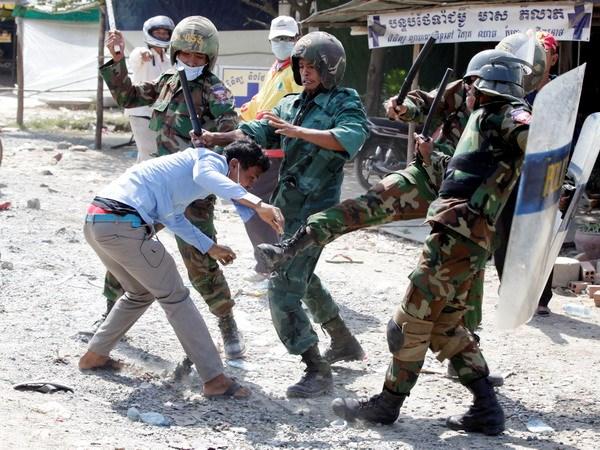 Campuchia: Biểu tình thành đụng độ bạo lực đẫm máu