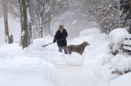 Nhiều vùng của Mỹ bị tuyết vùi sâu nửa mét