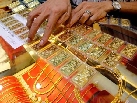 Giá vàng xuống thấp nhất tuần do USD tăng