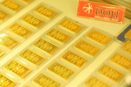 Giá vàng trong nước tiếp tục tăng theo giá thế giới