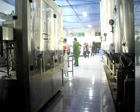Đã mua hơn 15 nghìn lít cồn đánh véc-ni để chế Rượu nếp 29 Hà Nội