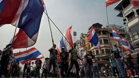Nổ súng nhằm vào người biểu tình ở Bangkok, nhiều người bị thương