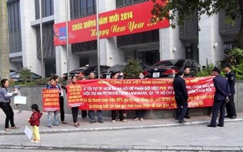 Khách hàng Petro Vietnam Landmark ra Hà Nội đòi nhà