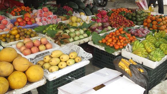 Giá hoa quả Tết tăng cao đột biến