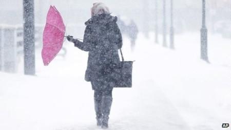 """Nước Mỹ lại bị """"vùi lấp"""" trong bão tuyết"""