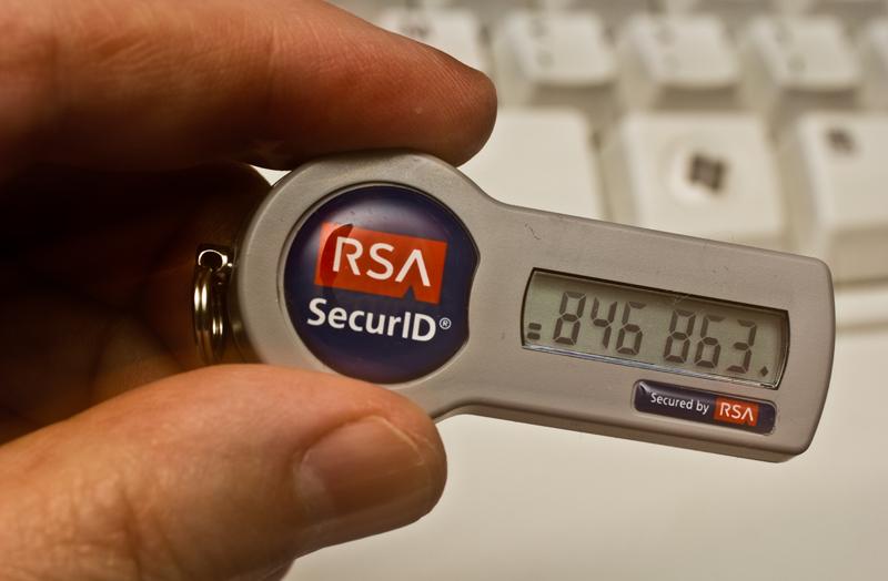 Để gửi tiền vào ngân hàng an toàn và tránh các rủi ro