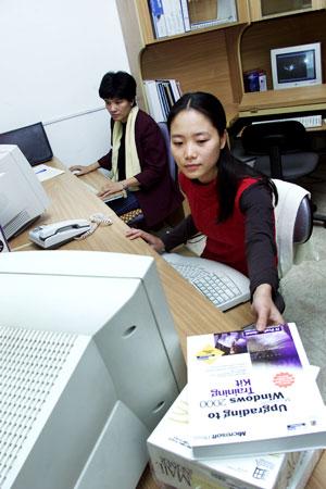 Cận Tết, ngân hàng quá tải chuyển tiền online