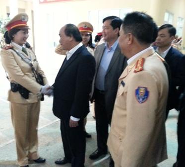 Phó Thủ tướng thăm hỏi, động viên nữ CSGT Hà Nội