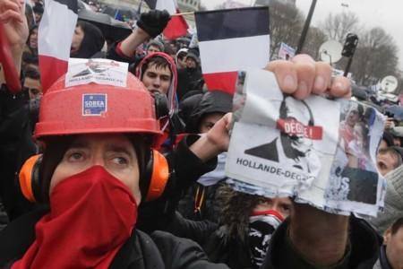 Biểu tình lớn tại Paris phản đối Tổng thống Pháp
