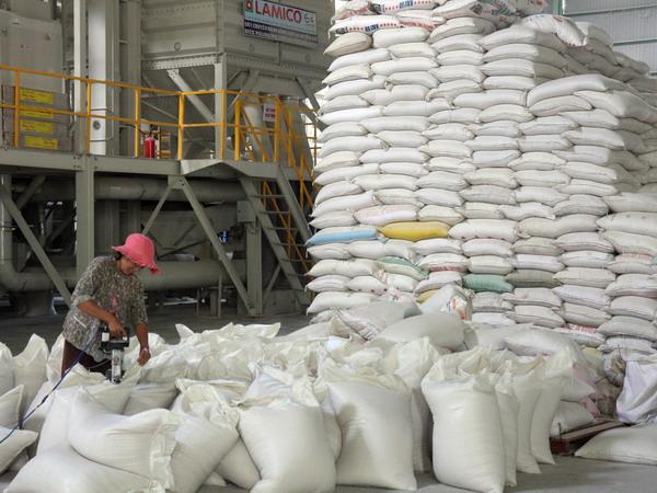 Gạo Việt Nam bị nghi ngờ nhập khẩu bất hợp pháp vào Indonesia