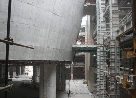Phòng họp chính thiết kế hình tròn ở trung tâm tòa nhà từ các góc nhìn khác nhau