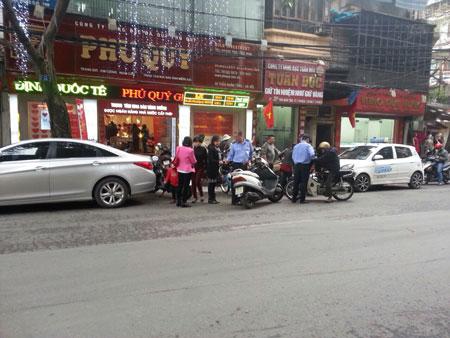 Một trong những con đường có nhiều cửa hàng vàng ở Hà Nội.