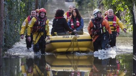 Nước lụt đe dọa nhiều ngôi làng phía Tây Nam nước Anh