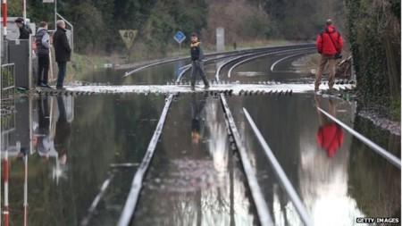 Giao thông đường sắt tại nhiều khu vực bị đình trệ