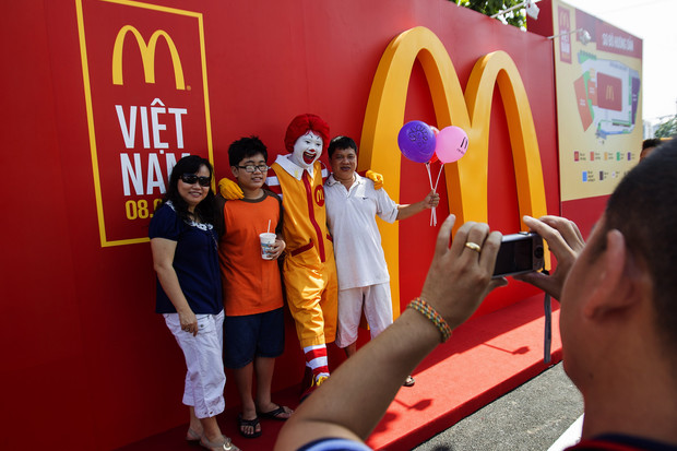 McDonald's hút tới 40.000 lượt khách trong 2 ngày đầu khai trương
