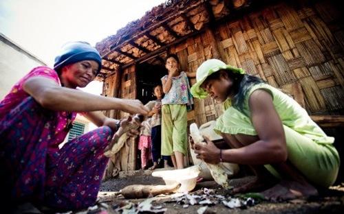 """Giảm nghèo: Túi tiền quốc gia và """"chủ quyền"""" các bộ"""
