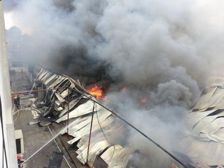 Cháy cực lớn tại công ty len Hà Đông, Hà Nội