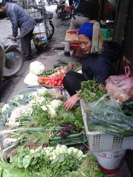 """Cảnh giác với những """"chiêu"""" lừa mua hàng ngoài chợ"""