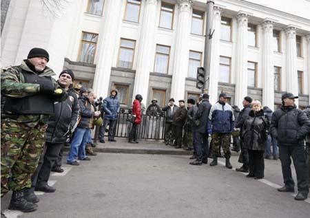 Ukraine: Dinh Tổng thống bỏ không, chủ tịch quốc hội từ chức