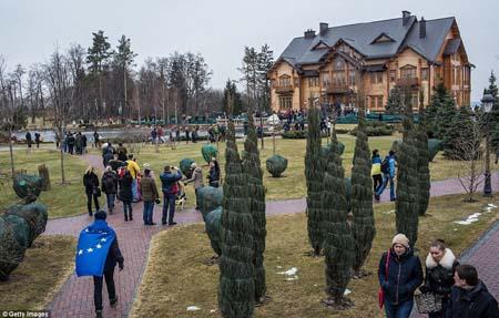 Tư dinh xa hoa của ông Yanukovych đã bị chính phủ tịch biên